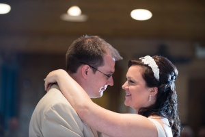 bride and groom romantic pictures of first dance