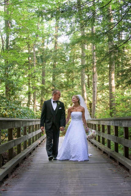 bride and groom crossing bridge on golf course at Chestnut Ridge