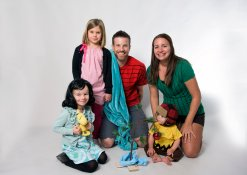 family costumes for Charlie Brown