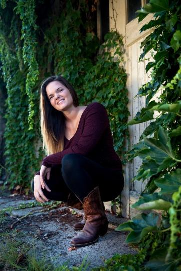 Katrina senior portraits using ivy covered garage as backdrop